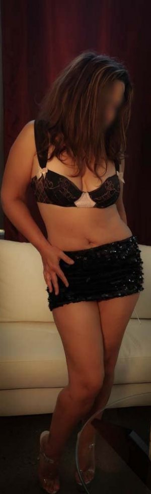 Yrene erotic massage in Newburgh