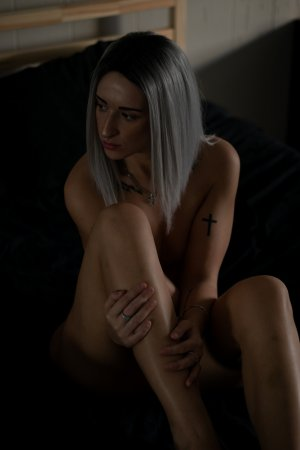 Marie-eloise erotic massage in Sebring