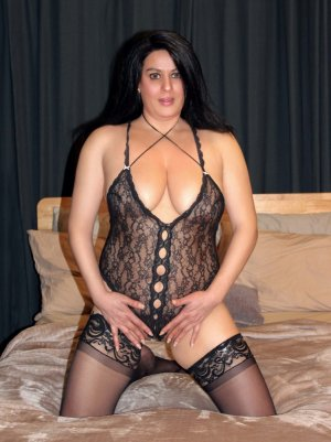 Gwenoline tantra massage in Oak Hills