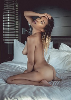 Lilly-rose erotic massage in Festus